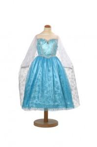 Utklädningsklänning isprinsessa som är många barns dröm just nu. Klänningen finns från ca.3-8år och kostar 549kr.